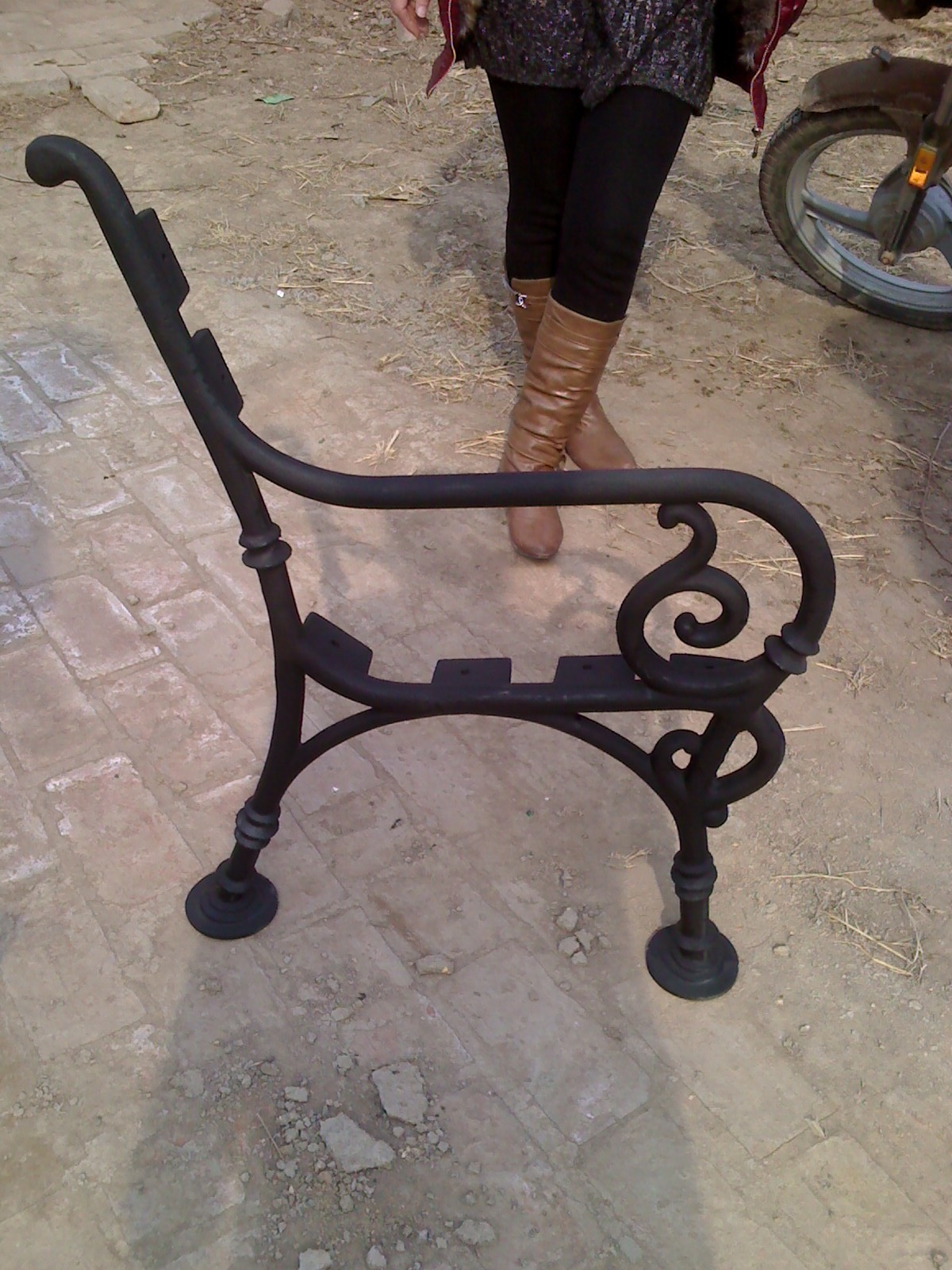 Cast Iron Outdoor Bench Le...